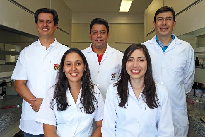 Da esq. para dir., os professores Róbson e Sérgio, o doutorando André, a mestranda Ana Paula e a estudante de doutorado Ana Flávia