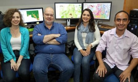 Integram a equipe Ana Beatriz, Marcos Heil, Lívia Dias e Fernando Pimenta